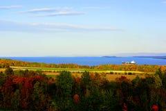 De herfstlandschap zonnig bij schemer stock fotografie