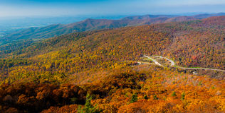 De herfstmening van Blauw Ridge Mountains van de Rots van Mary, in het Nationale Park van Shenandoah, Virginia. royalty-vrije stock fotografie