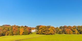 De herfstmening van het Nederlandse Sonsbeek-stadspark in Arnhem Stock Foto