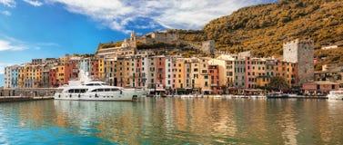De herfstmening van Porto Venere en Ligurian Overzees in middagtijd stock foto