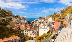 De herfstmening van Riomaggiore-stad stock afbeeldingen