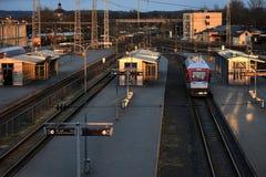 De herfstmiddag in Vilnius-station Mening van de brug stock foto's