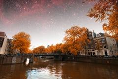 De herfstnacht van Amsterdam royalty-vrije stock fotografie