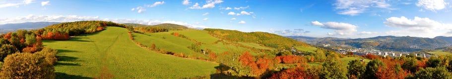 De herfstpanorama van bergen Stock Foto