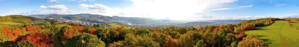 De herfstpanorama van bergen Royalty-vrije Stock Afbeelding