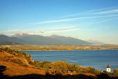 De herfstpanorama van het meer Stock Foto