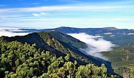 De herfstpanorama van Krkonose-bergketens van Krakonos-heuvel royalty-vrije stock fotografie