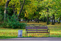 De herfstpark in Vyborg, Rusland Stock Fotografie