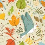 De herfstpatroon met vogels, bloemen en bladeren Royalty-vrije Stock Foto's