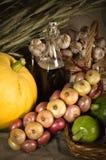 De herfststilleven met groenten in landelijke stijl Stock Foto's