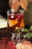 De herfstthee met citroen, kruiden in de close-up van de glaskop Royalty-vrije Stock Fotografie