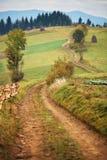 De herfsttuin in bergen Daling op de heuvels Royalty-vrije Stock Foto