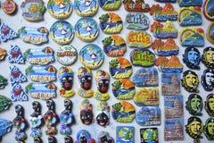 De herinneringen en de toerist van Cuba trinkets Stock Afbeelding