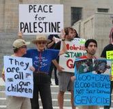De herinneringenprotestors van de Midden-Oostencrisis in Lincoln State Capital in Nebraska Stock Foto