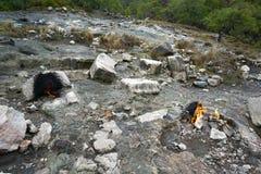 De hersenschim, brandende rotsen is opmerkelijke vlek ot de sleep van Lycian-manier dichtbij Cirali, Antaly stock foto's