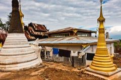 De herstelde Shwe-Herberg Dein Pagodas, Shan State, Myanmar royalty-vrije stock foto's