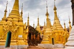 De herstelde Shwe-Herberg Dein Pagodas, Shan State, Myanmar stock foto