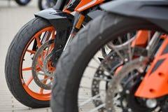De Hertog van KTM 390 en het Avonturenmotorfietsen van KTM 790 stock afbeeldingen