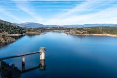 De het Atazar reservoir en dam royalty-vrije stock foto