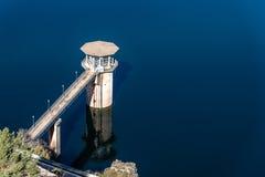 De het Atazar reservoir en dam royalty-vrije stock foto's