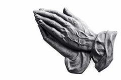 De het bidden handen van een oude vrouw stock fotografie