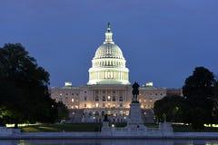 De het Capitoolbouw van Verenigde Staten bij nacht royalty-vrije stock afbeelding