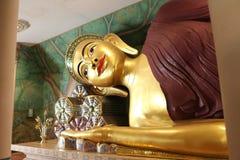 De het doen leunen Boedha gestalte bij oude stad, Bangkok Thailand Royalty-vrije Stock Foto