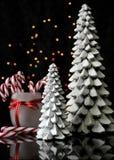 De het feestelijke riet en bomen van het Kerstmissuikergoed Royalty-vrije Stock Afbeeldingen