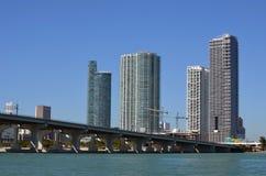 De het Flatgebouw met koopflatstorens van de binnenstad van Miami Royalty-vrije Stock Fotografie