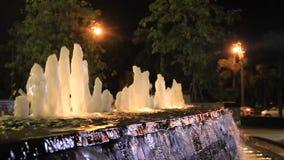 De het fonteinnacht en licht stock videobeelden