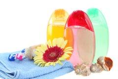 De het geïsoleerde gel en handdoek van de douche. stock foto