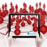 De het gebruikstablet van de artsenhand stelt het medische netwerk voor Stock Afbeeldingen