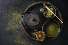 De het groene poeder en drank van theematcha Stock Foto's