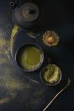 De het groene poeder en drank van theematcha Stock Afbeelding
