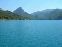 De het groene Reservoir en Dam van de Canion royalty-vrije stock foto