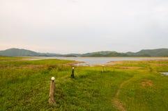 De het groene water en berg van de Tuin Royalty-vrije Stock Fotografie