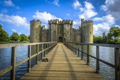 De het historische Kasteel en gracht van Bodiam in Oost-Sussex stock foto