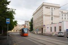 De het Humanitaire Instituut en tram van MIIT in Moskou 17 07 2017 royalty-vrije stock fotografie