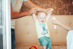 De het Kindjongen van de zuigelingsbaby Zes Maanden oud toont Emoties Stock Foto's