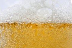 De het macroschuim en bellen van het bier Royalty-vrije Stock Foto's