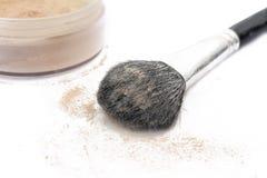 De het make-upborstel en poeder Stock Foto