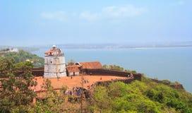 De het oude Fort en vuurtoren van Aguada werden gebouwd in de 17de eeuw, Goa, India Stock Foto's