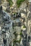 De het oude kasteel en rotsen van het Zandsteen Stock Afbeelding