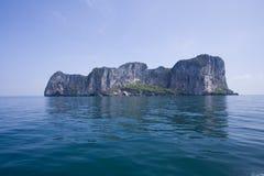 De het paradijsoverzees en klippen hadden dichtbij yao, Trang, Thailand Stock Fotografie