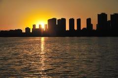 De het plaatsen zon Stock Foto