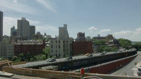 De het Queenssnelweg van Brooklyn in de Zomer stock footage