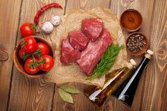 De het ruwe lapje vlees en kruiden van het filetrundvlees royalty-vrije stock foto