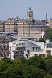 De het Schotse Parlement en Stad van Edinburgh Stock Foto