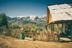 De het traditionele blokhuis en omheining van het hooglanddorp Royalty-vrije Stock Fotografie