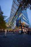 De het winkelen straat Kurfuerstendamm over nachtverlichting Royalty-vrije Stock Foto's